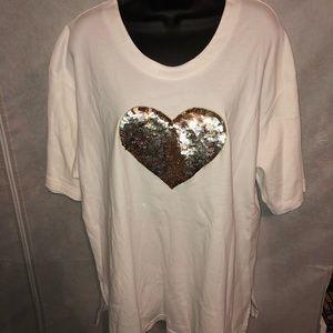 Tops - Cool T-SHIRT W/Gold Heart